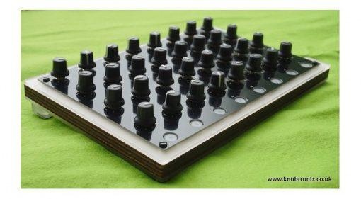 Knobtronix Knobbee 32 MIDI USB Controller Slant