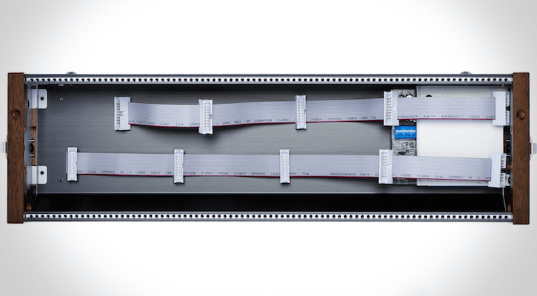 Roland SYR-E84: Draufsicht geöffnet Eurorack-Case mit 84TE
