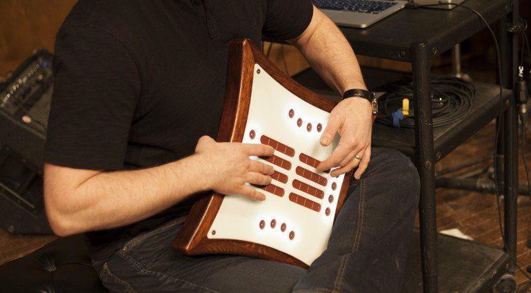 Mune MIDI Controller Gurt Crowdfunding wird bespielt