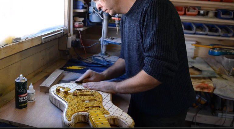 Match Stick Streihholz Gitarre in prgress