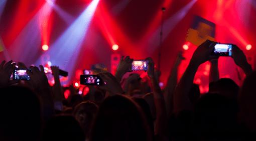 Smartphones stoeren Konzert Zuschauer Sicht
