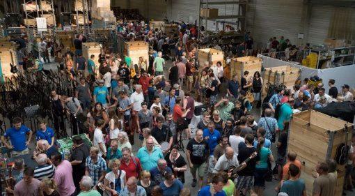 Thomann Musikerflohmarkt Menschen Massen