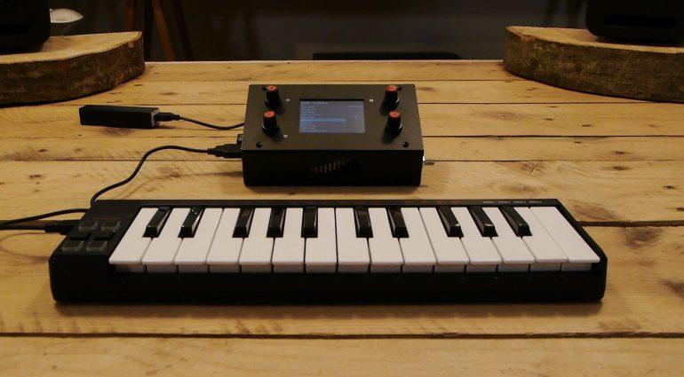 Zynthian Synthesizer Prototyp MIDI Keyboard Controller
