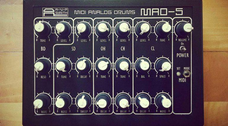 AVP Synth MAD-5 - analoge MIDI-Drummachine aus Russland