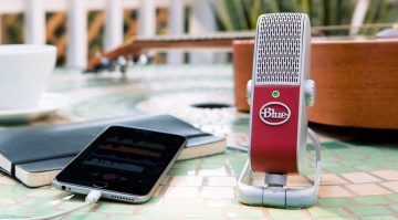Blue Microphones Raspberry Podcast USB MIkrofon Front Tisch iOS