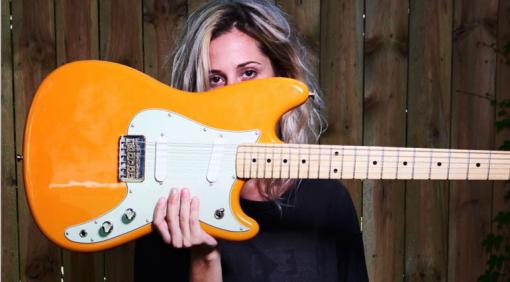 Fender Duo-Sonic Orange Front Girl