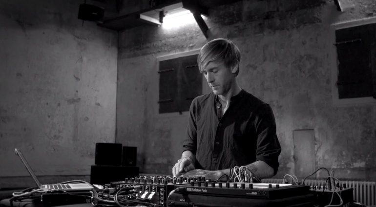 Playdifferently Model 1 im Video von Richie Hawtin