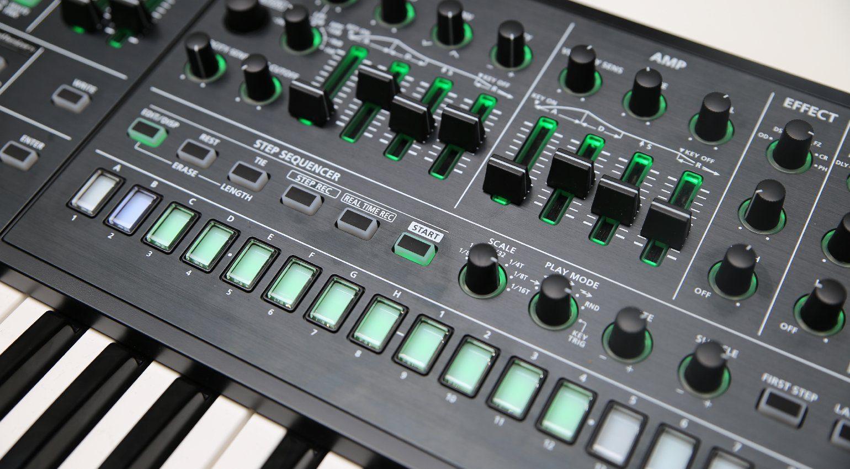 Roland System8 Seitenansicht