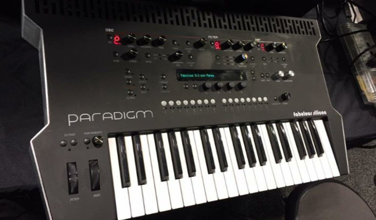 Fabulous Silicon Paradigm Synthesizer