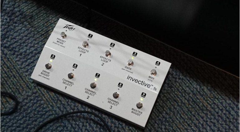 Peavey invective 120 Topteil MIDI Fupleiste