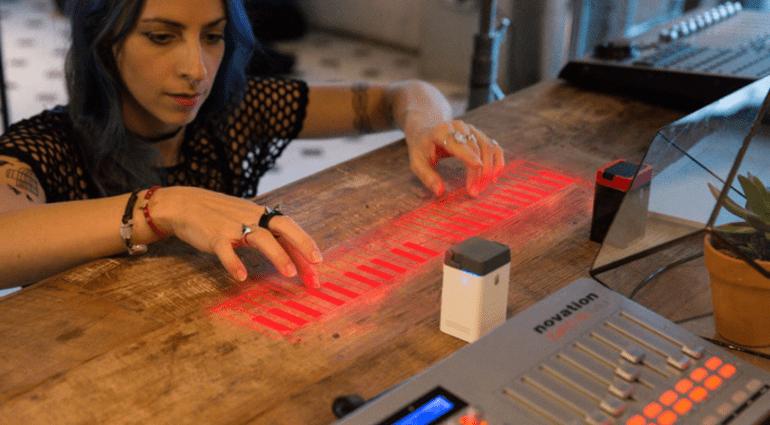 Serafim-Tech iKeybo - die Smartphone und Tablet Klaviatur aus Laser