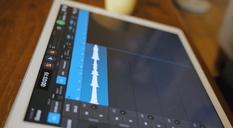 Retronyms Looperverse - der iOS Looper mit dem Bluetooth Pedal