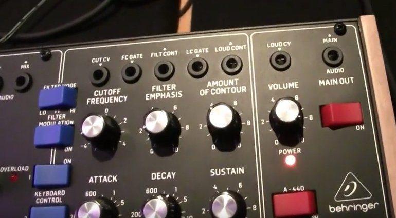 Behringer D-Synth Minimoog Klon Controls 3