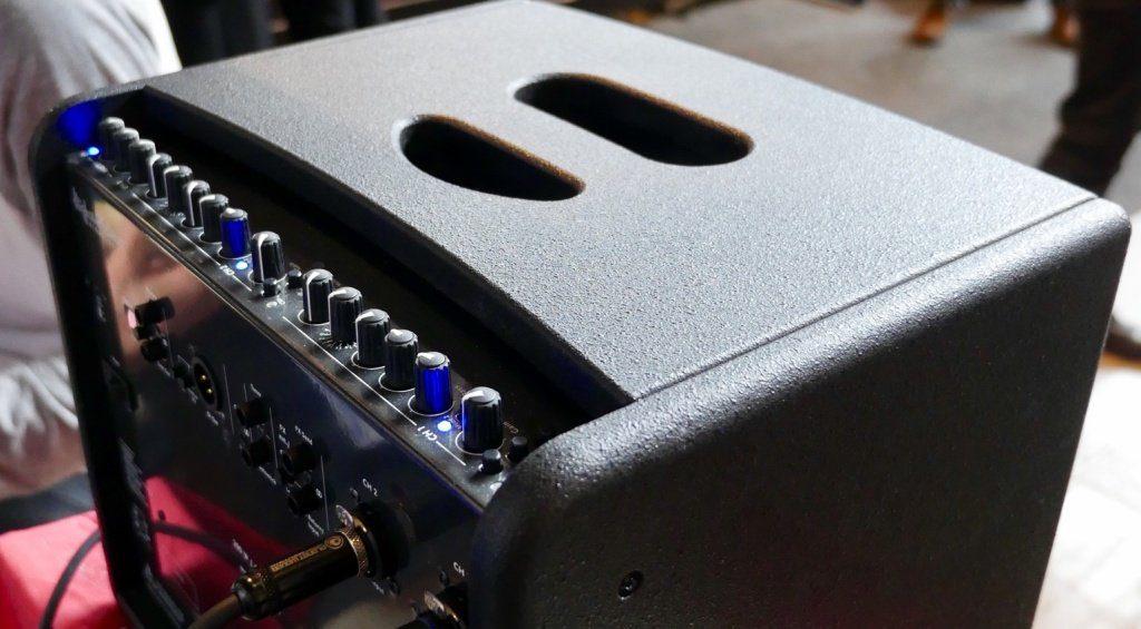 Hughes & Kettner Akustik Amp Fuzz Guitar Show Back 2