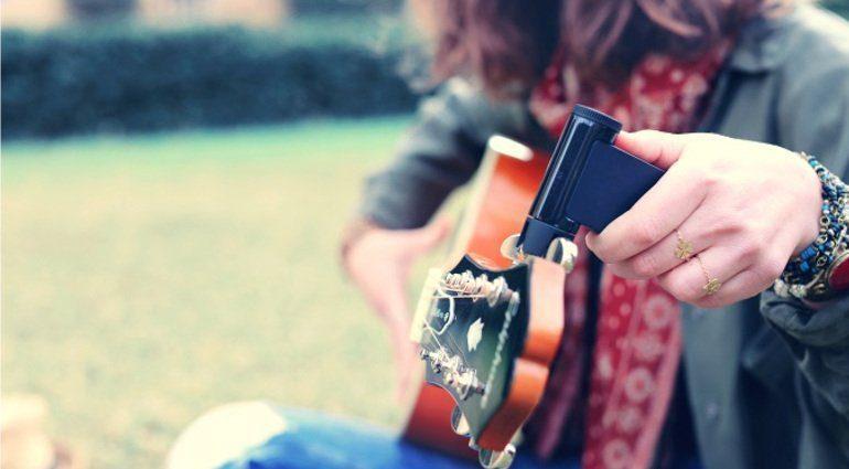 Roadie 2 Guitar Tuner Akustikgitarre Seite