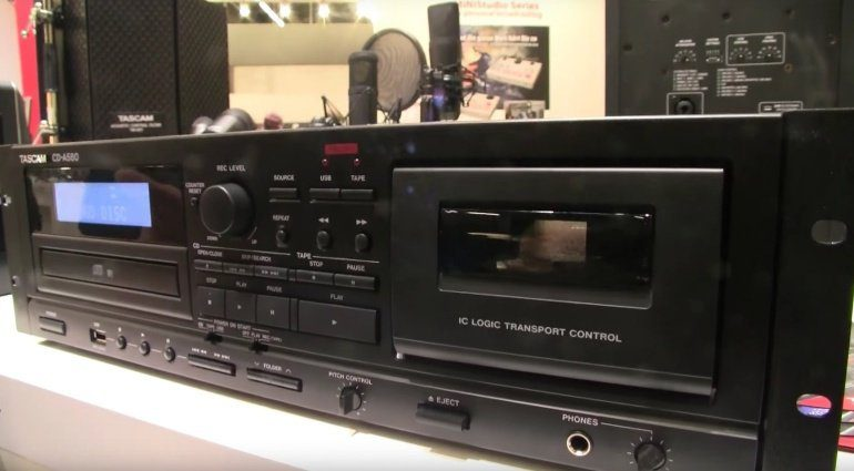 Tascam CDA580 Kassette Deck HiFi Rack Front