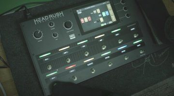 Headrush Pedalboard Multi Effekt Pedal Video Presets Front Teaser