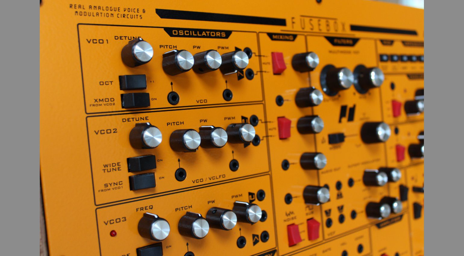 Leak  Analogue Solutions Fusebox Synthesizer