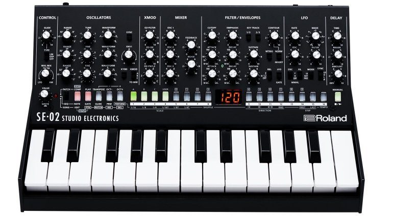 Roland SE-02 Analog Synthesizer MiniMoog Front Klaviatur