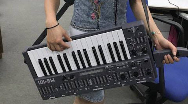 Behringer MS-101 Synthesizer Teaser