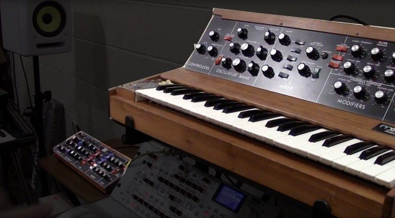 Moog Model-D Minimood vs Behringer D-Synth Synthesizer Shootout