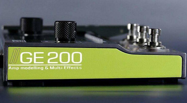 Mooer GE200 Side