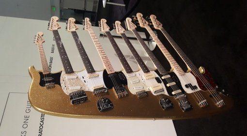 Fender 9 Neck E-Gitarre E-Bass NAMM 2018