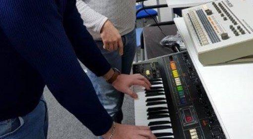 Behringer Jupiter-8 TR-909 Synthesizer Clone Drummachine Teaser