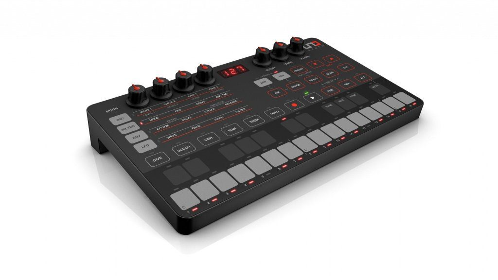 IK Multimedia UNO Synthesizer Slant