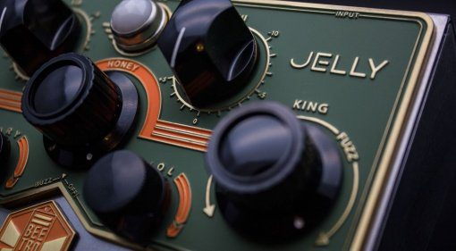 Beetronics Royal Jelly Overdrive Fuzz Pedal Front 2