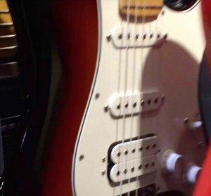 Fender Player Leak Stratocaster HSS