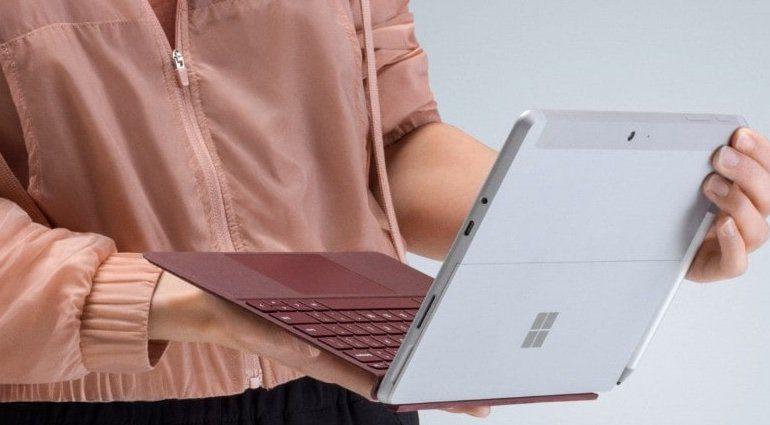 Microsoft Surface Go Tablet ausgeklappt