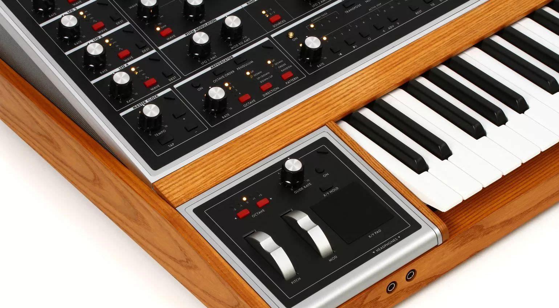 moog one xy pad pitch modulation wheels