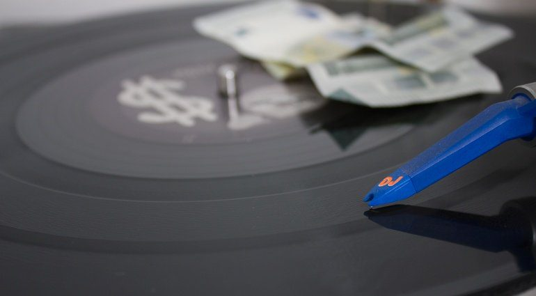 Proton DJ Mixe auf Apple Music und Spotify