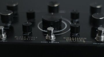 Collision Devices Black Hole Symmetry Pedal Effekt Fuzz Reverb Delay Close 2