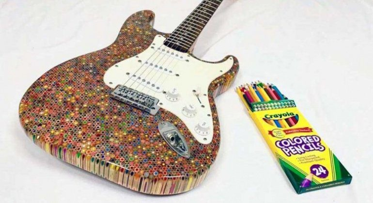 Burls-Art-Coloured-Pencil-Strat