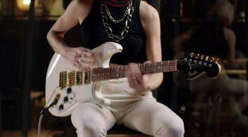 Fender-unveils-triple-humbucker-Limited-Mahogany-Blacktop-Stratocaster
