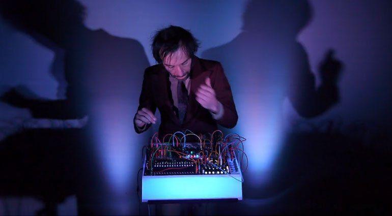 strangeelectronic-lightstorm