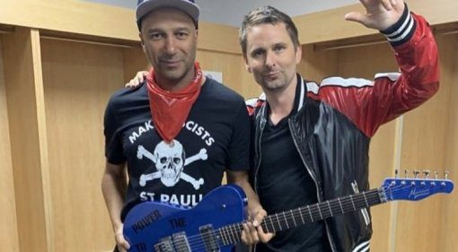 Matt-Bellamy-gists-Tom-Morellow-a-Manson-Guitar-Works-guitar
