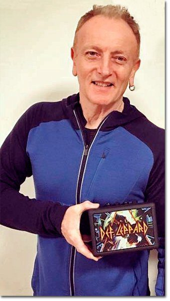 Phil-Collen-with-Fly-3-Hysteria-edition