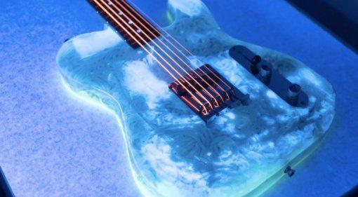 """Gitarren aus Udon Nudeln mit """"Glow In The Dark"""" Effekt!"""
