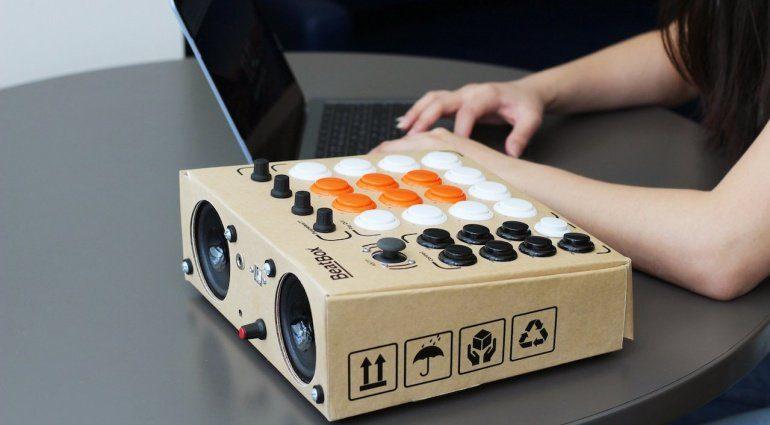Rhythmo BeatBox - die Pappkarton Beatmachine mit Arcade Buttons zum Selberbauen