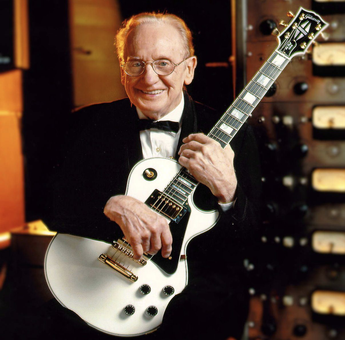 Les-Paul-with-his-one-off-2002-White-LP