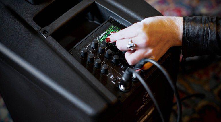 Mackie SRM-Flex Säulenlautsprecher-System: Der Mixer