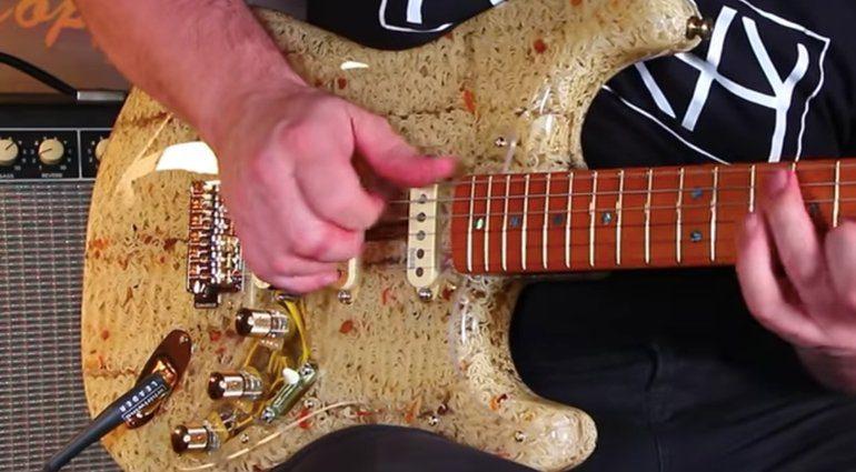 Noodlecaster Ramen Guitar Strat Nudel 4
