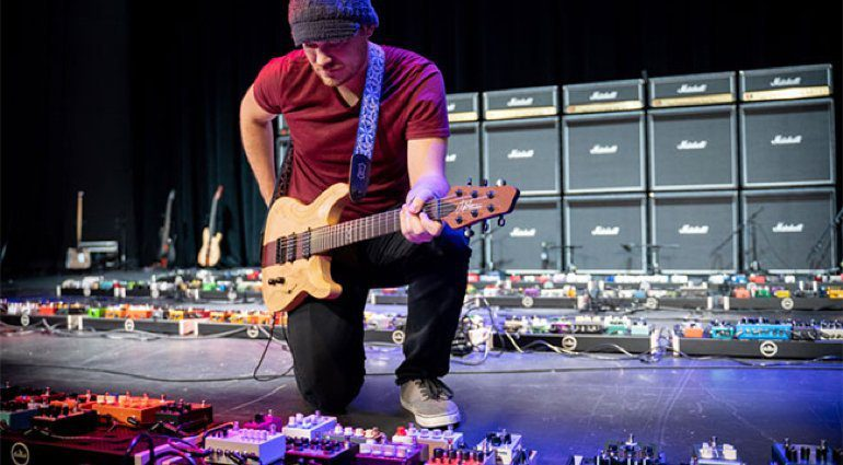 Rob-Scallon-breaks-Guinness-World-Record-for-guitar-effect-pedalboard