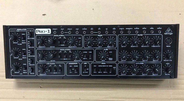 Behringer Pro-1 Synthesizer wird ausgeliefert!
