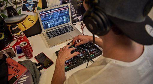Hercules bringt neue DJ-Komplett-Pakete
