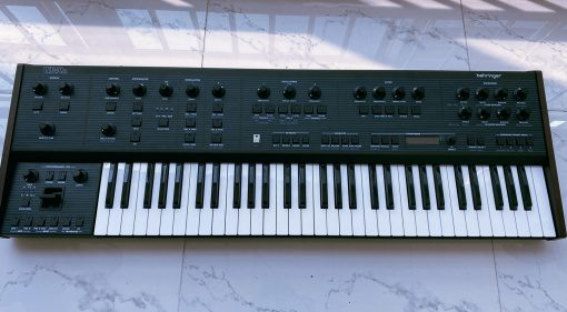 Behringer zeigt die erste finale Version des OB-Xa Klons UB-Xa