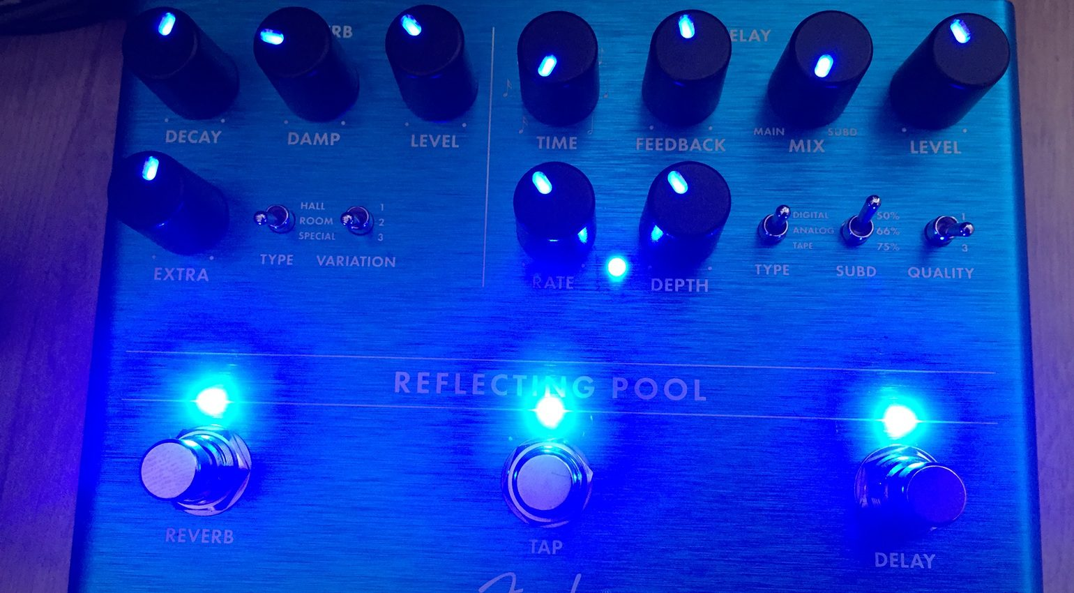 Fender Reflecting Pool Reverb Delay Effekt Pedal LEDs